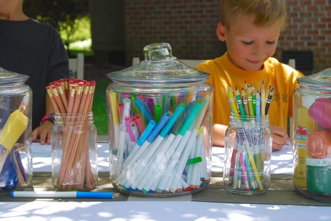 children with art supplies